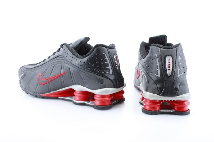 8. Giày thể thao Nike shox R4 Black Red for men - 2.984.000 đ